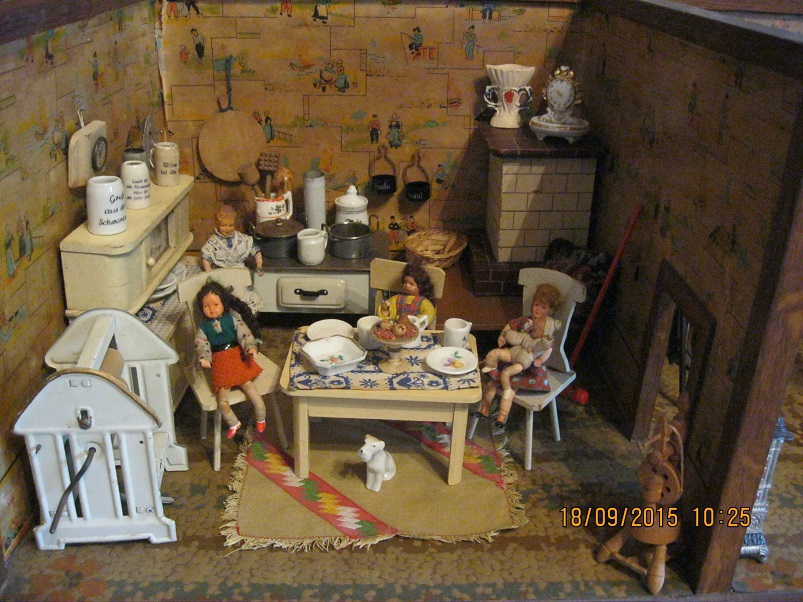Puppenstuben Teil 2, Historische Puppenwagen, Puppenservice